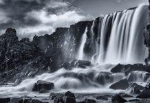 De Öxarárfoss waterval op IJsland, gefotografeerd met een ND-filter.