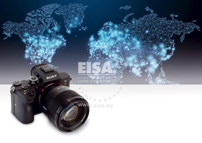 De α7R III is de derde generatie van Sony's systeemcamera met hoge resolutie en bevat een 42,4 megapixel back-illuminated Exmor R CMOS-sensor.