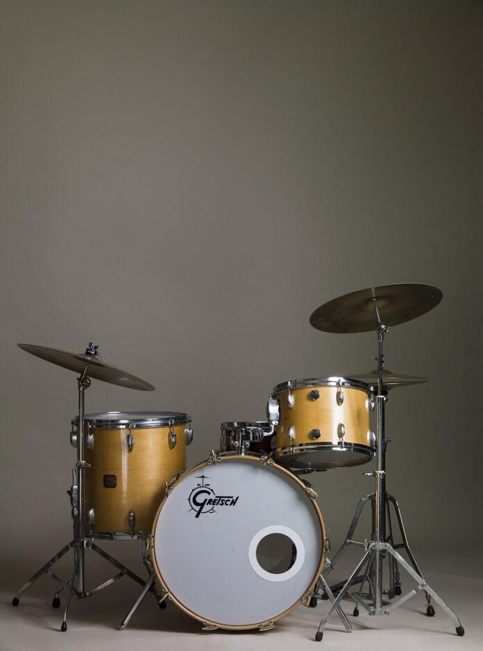 women & drumkits